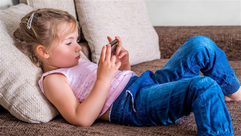 No conviene que los pequeños usen dispositivos conectados sin supervisión