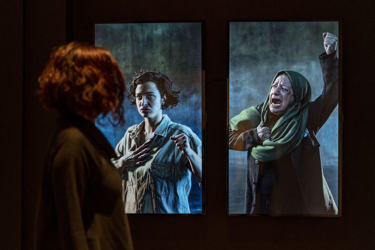 """El premio adquisición a la primera mejor obra del Salón Nacional de Artes Visuales fue para la videoartista Gabriela Golder, por su obra """"Trabajadoras""""; recibirá 500.000 pesos"""