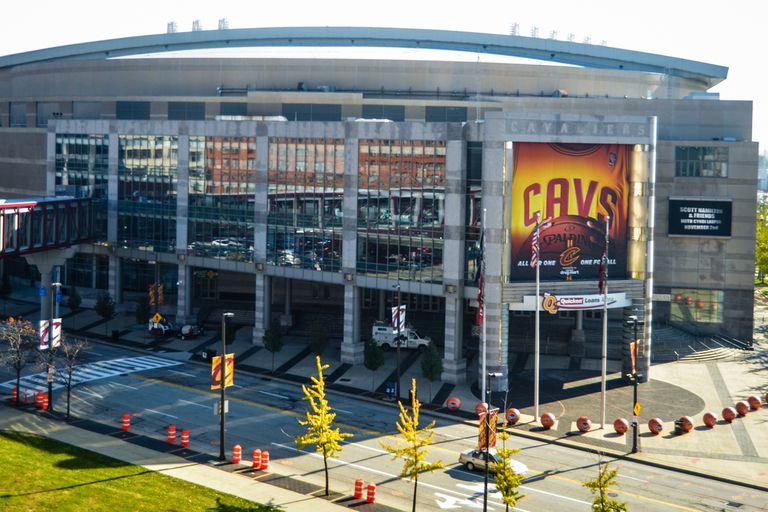 En la NBA, Cleveland recibió en la primera semana de enero un permiso de las autoridades sanitarias de Ohio para ingresar 1900 espectadores por partido, el 10 por ciento de la capacidad total de su arena.