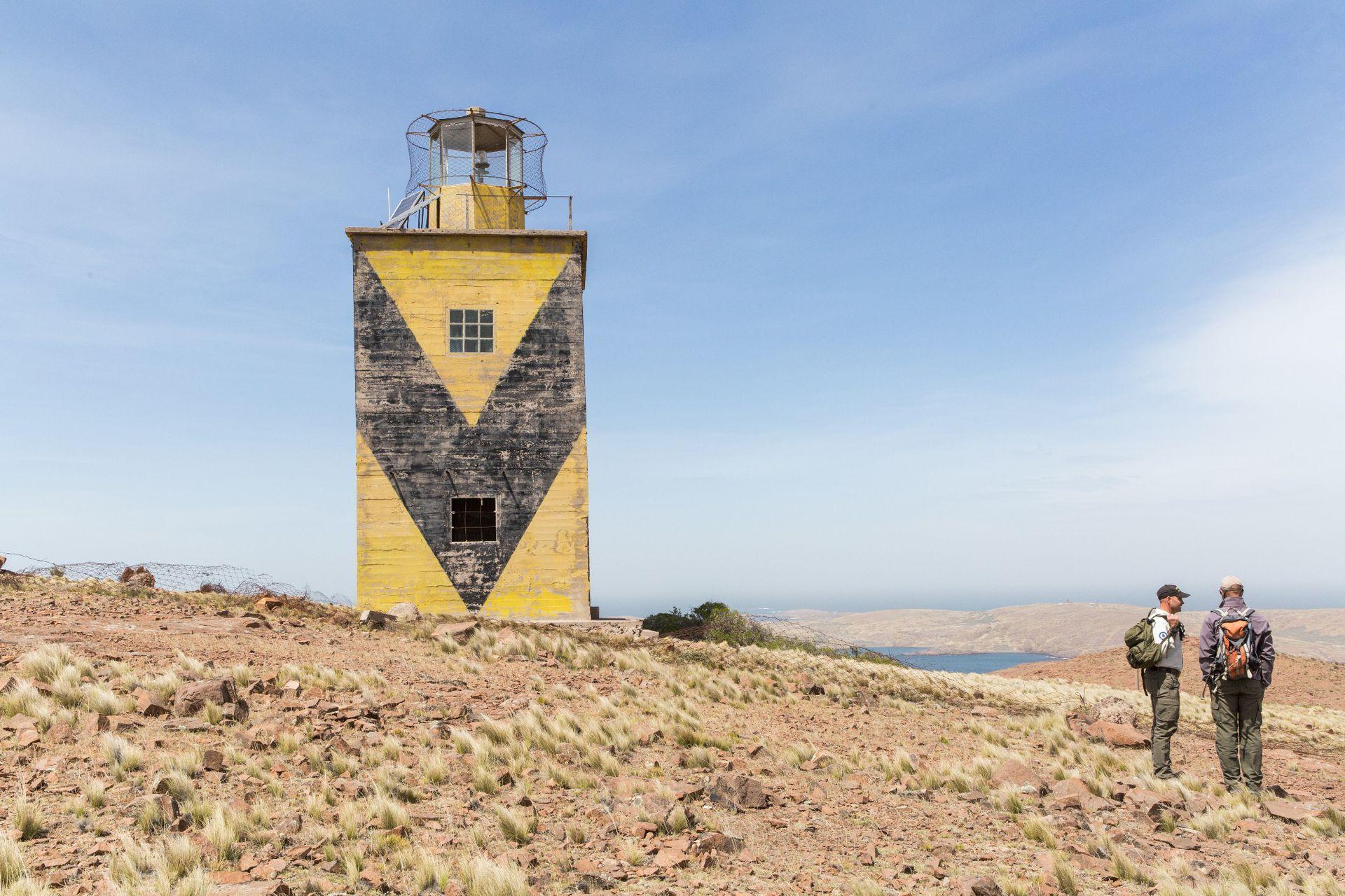 El Faro San Gregorio, que reemplazó al de isla Leones, dentro de la estancia La Península.