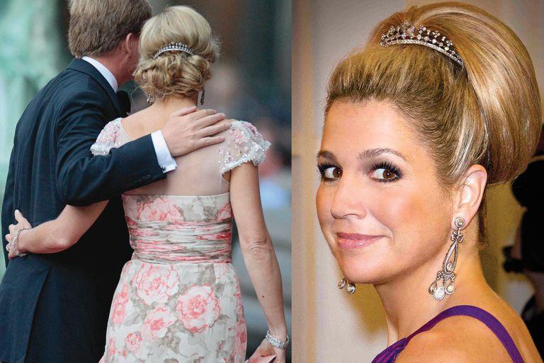 La primera vez que Máxima la usó fue en la víspera de la boda de Victoria de Suecia como broche de pelo (izquierda). Después, en su último viaje de Estado como princesa, en enero de 2013, la lució como diadema.