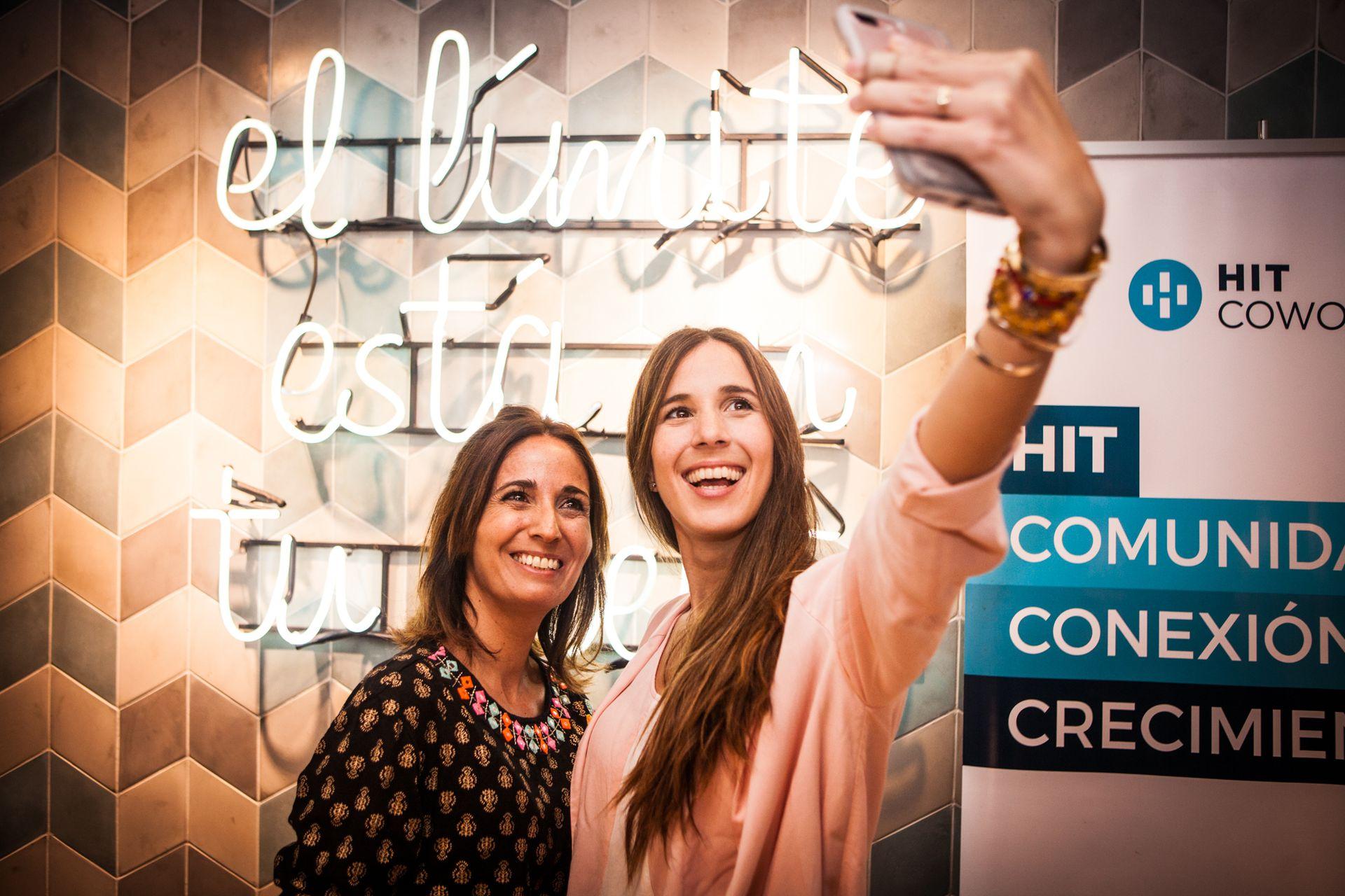 Momento selfie: el evento estuvo pensado para que todas tuvieran tiempo de socializar y divertirse, además de conocer la propuesta de OHLALÁ! Makers.
