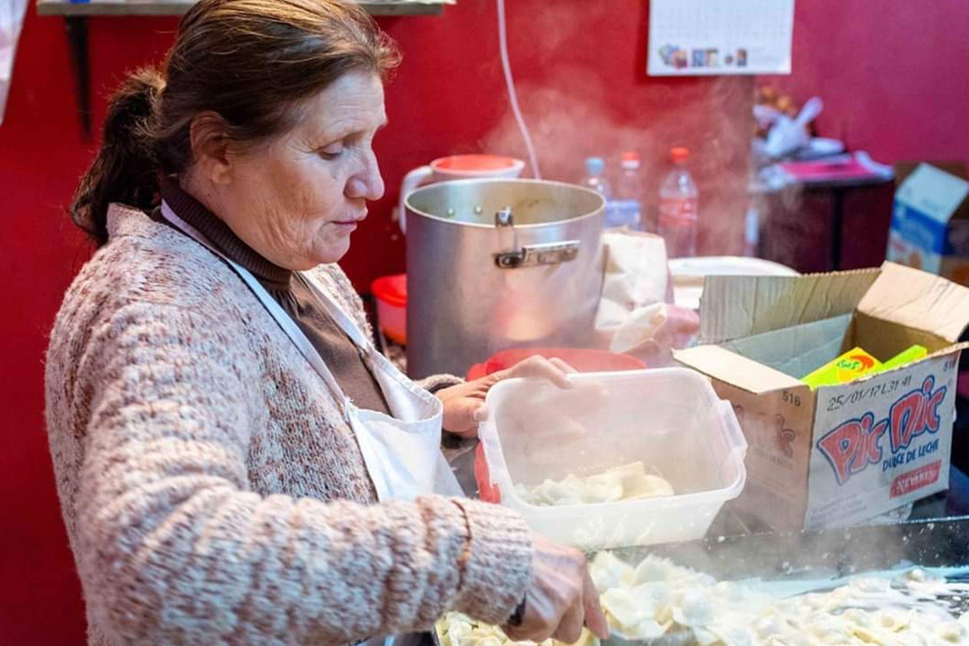 Gladys Argañaraz era una líder comunitaria que a principios de los 90 fundó el comedor Comunidad Organizada en el Barrio 31 de Retiro; hace un mes falleció por coronavirus y sus hijos e hijas continúan con su legado