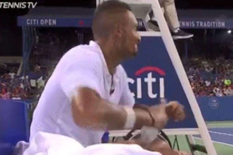 Kyrgios reventó una botella en la silla del umpire e inventó una excusa insólita