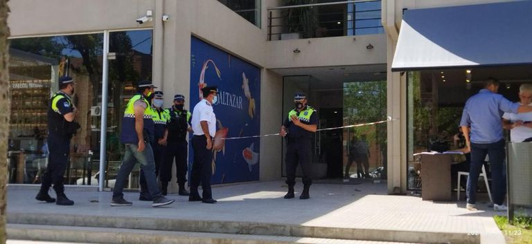 Entró en un edificio de oficinas y sin mediar palabra mató a una mujer de un tiro en la cabeza