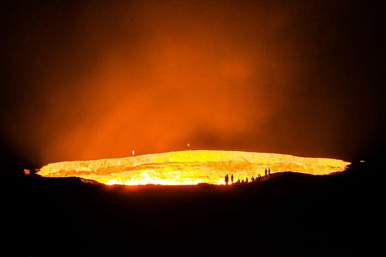 Los habitantes de una aldea cercana debieron ser relocalizados a causa del peligro que representa el cráter
