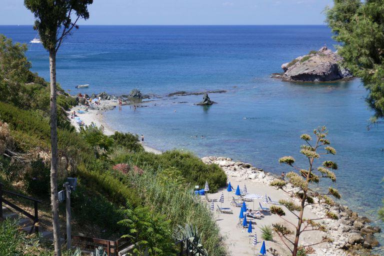 La industria turística, que constituía el 23% del PBI chipriota, se vio fuertemente golpeada por las restricciones