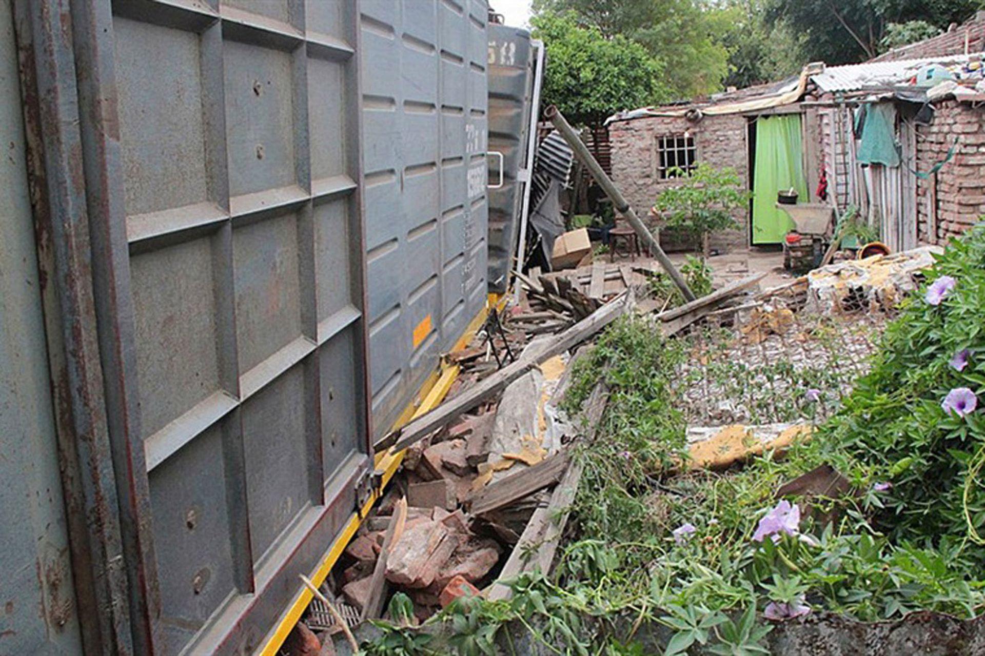 En 2016 un vagón descarriló al pasar por un barrio carenciado de Córdoba y cayó sobre varias casas