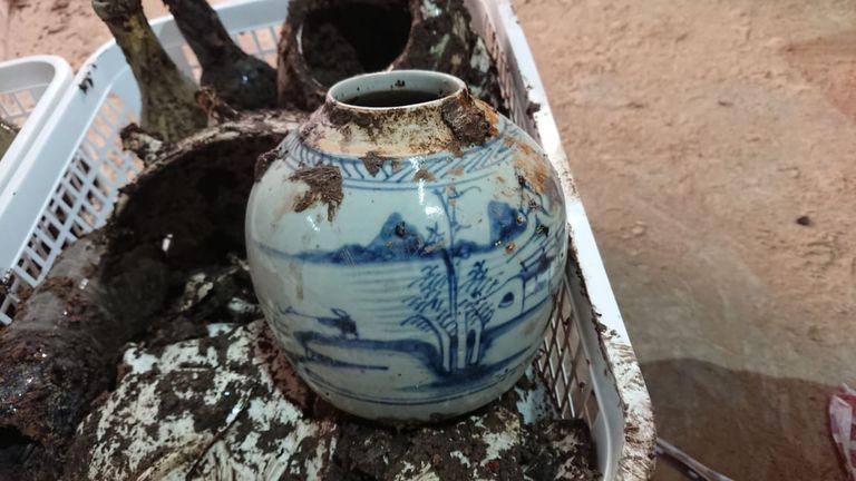 Entre los objetos, se encontraron piezas en perfecto estado