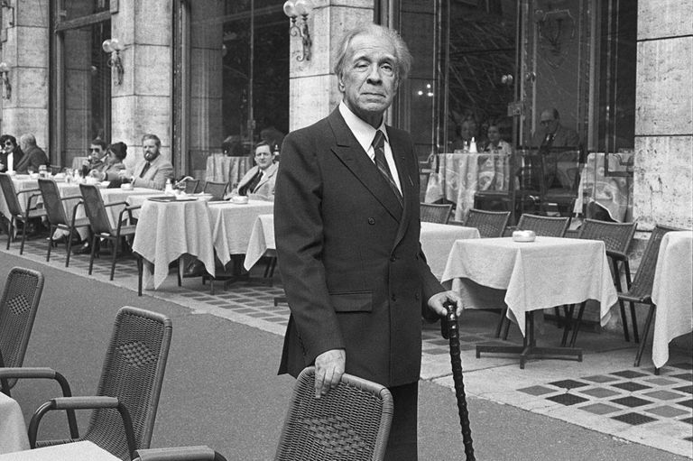 Jorge Luis Borges, el escritor inevitable de la literatura argentina