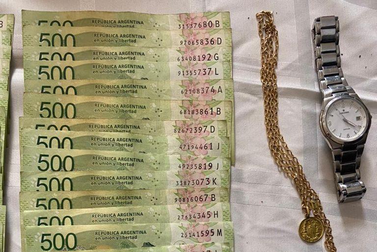Dos detenidos por robar $134.680, 3785 dólares y alhajas de una parroquia de Caballito
