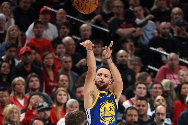 Stephen Curry, otro exponente de la cultura del tiro de larga distancia, marcó una época con Golden State