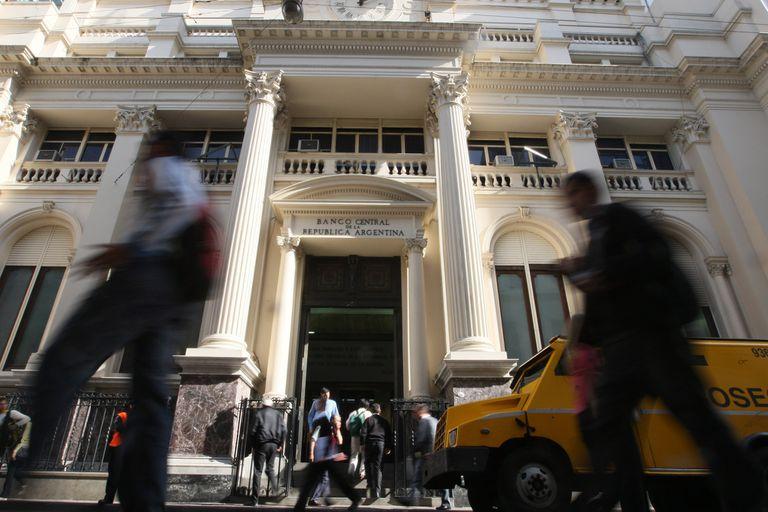 El Banco Central emite pesos para financiar el déficit
