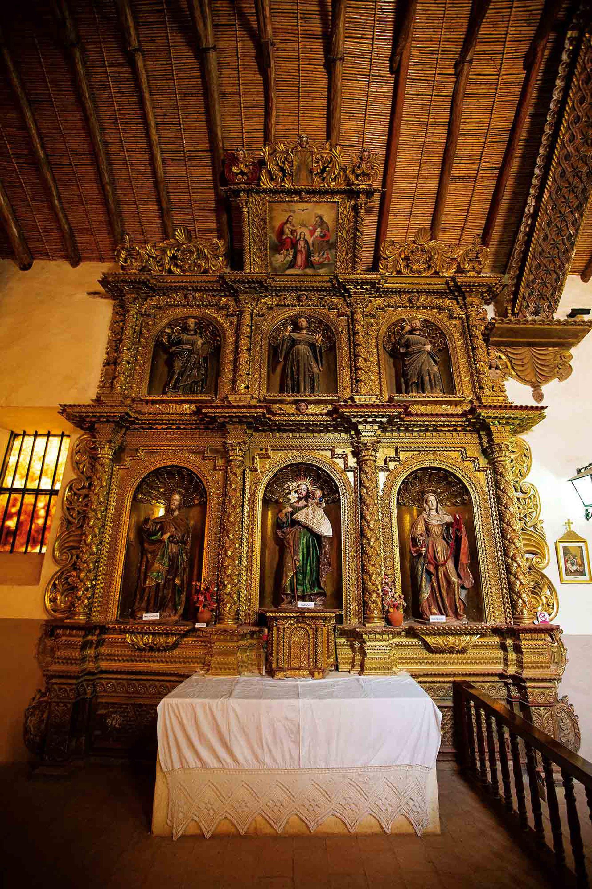 Tallas de madera en la iglesia Nuestra Señora del Rosario y San Francisco de Yavi