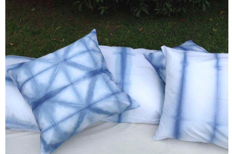Los almohadones de Tinte Dyes están elaborados en tela de batista