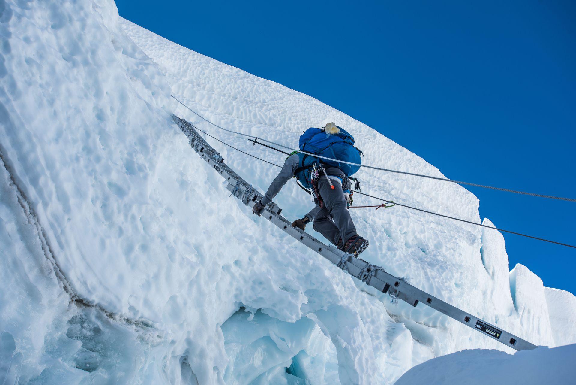Las duras exigencias para ascender en la cordillera del Himalaya, donde los hermanos Benegas lideraron cerca de 20 expediciones
