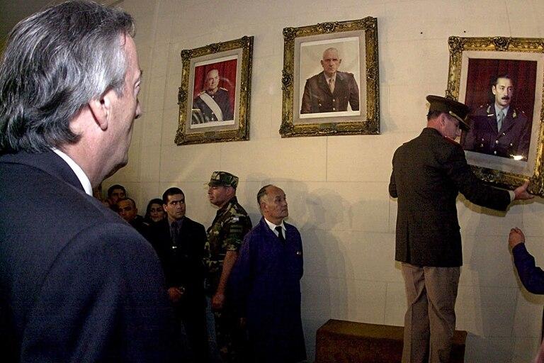 Néstor Kirchner el día que mandó a descolgar el cuadro de Videla