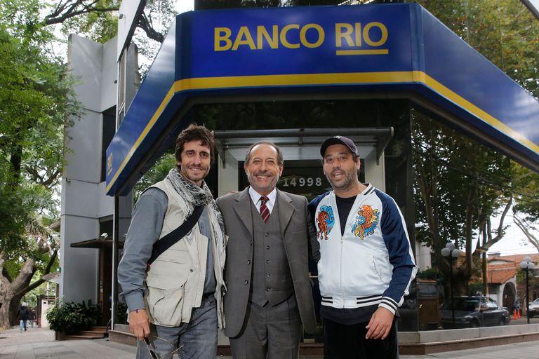 La sucursal del Banco Río, con su grafia de la época, reconstruida para el rodaje del film de Ariel Winograd
