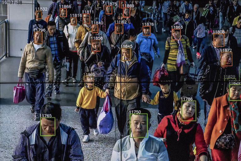 Un video muestra el software de reconocimiento facial en uso en la sede de la compañía de inteligencia artificial Megvii en Pekín