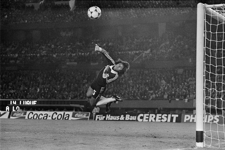 Una atajada, de tantas, en el Mundial 1978, el que ganó con la selección
