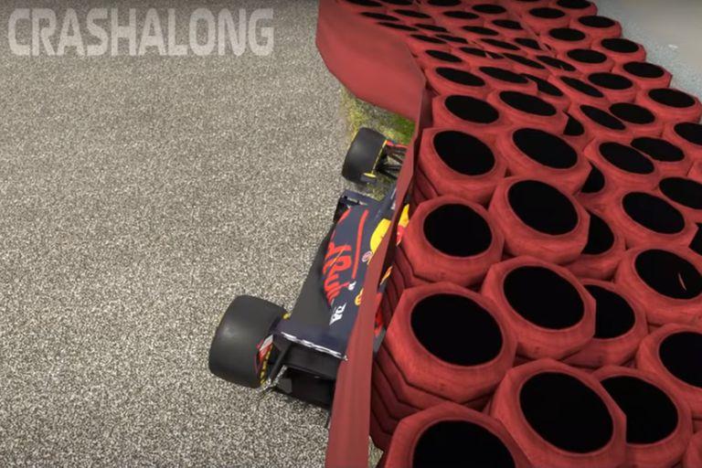 Del lado izquierdo el Red Bull del Verstappen quedó intacto; la mitad derecha, destrozada, implicará un costo grande de reparación.