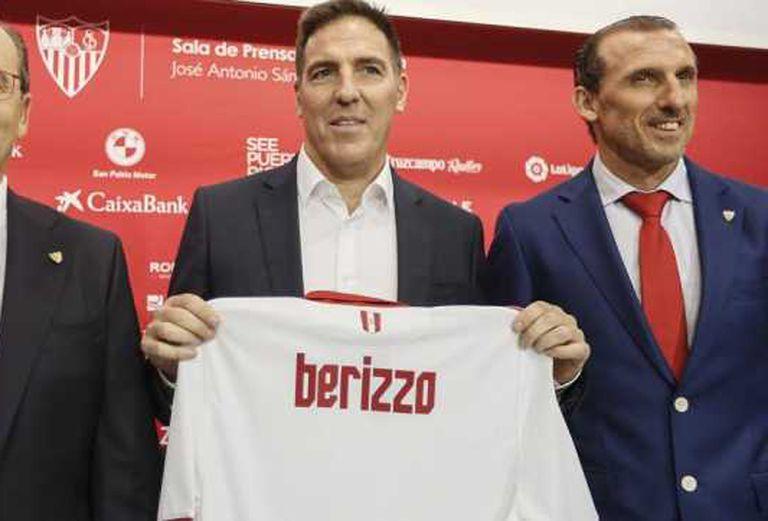 Presentación como entrenador de Sevilla: lo echaron poco después de que lo operaran de un cáncer de próstata
