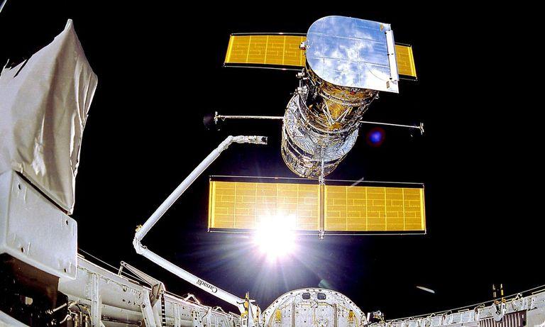El telescopio espacial Hubble fue lanzado en 1990