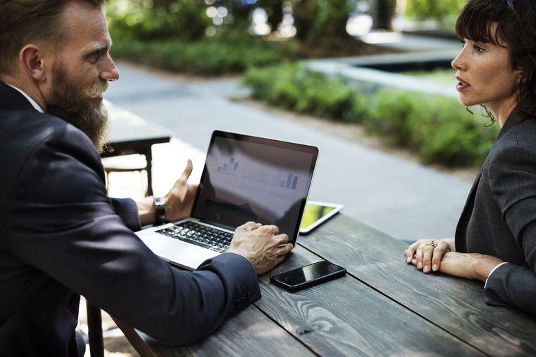 ¿Hombres y mujeres percibimos los logros laborales de manera diferente?