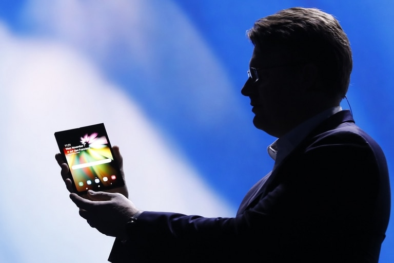 El prototipo presentado por la compañía surcoreana permite ofrecer el formato de smartphone y tableta en un único equipo gracias a la tecnología de pantalla Infinity Display Flex