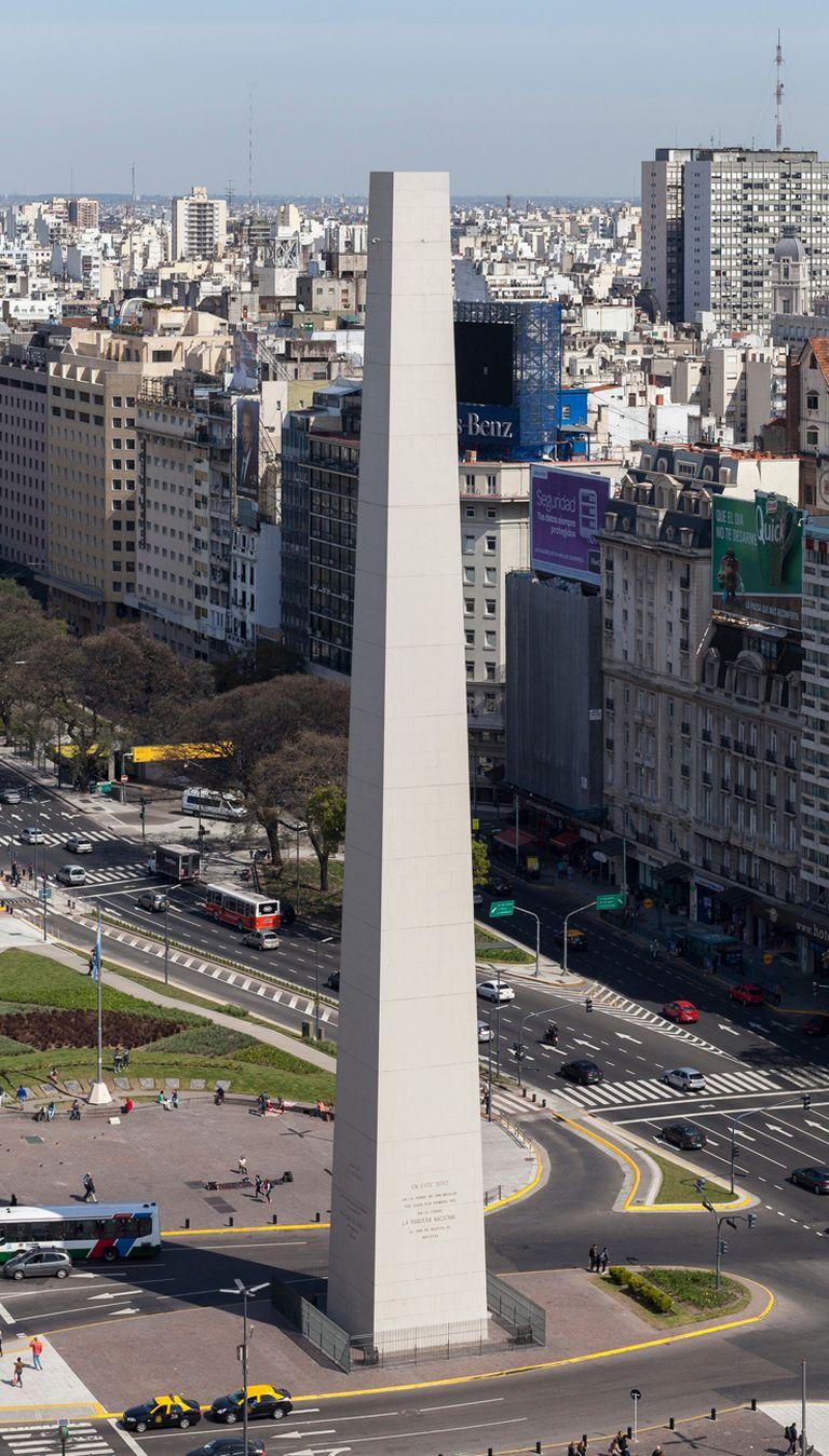 En 2015, Leandro Erlich hizo desaparecer la punta del Obelisco