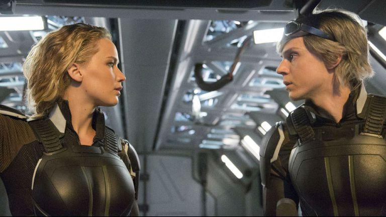 Jennifer Lawrence y Evan Peter en X-Men: Apocalipsis