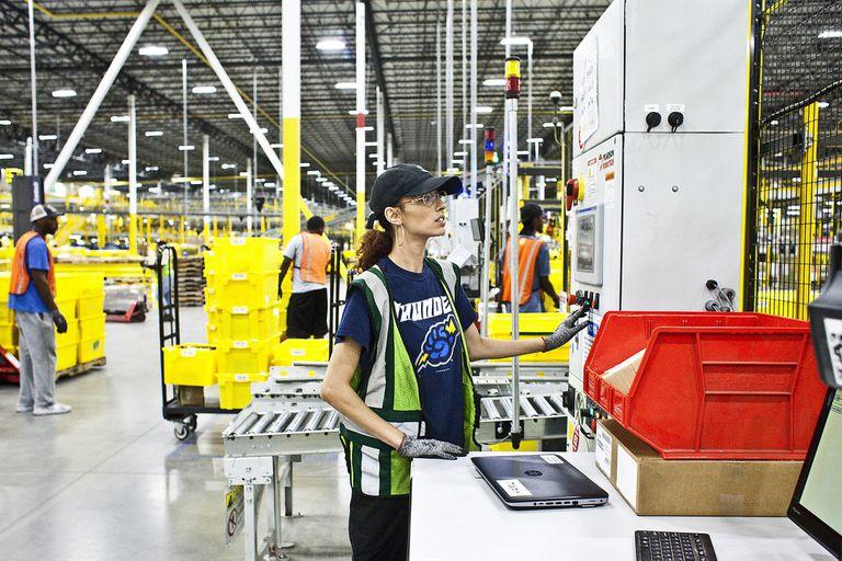 Amazon aumenta el sueldo a empleados luego de que decidieran no agremiarse