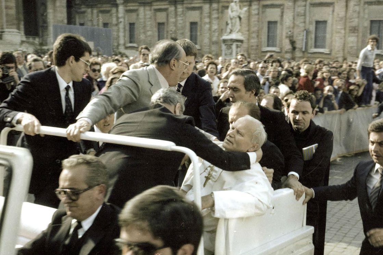 El día que Juan Pablo II recibió cuatro balazos en la plaza de San Pedro -  LA NACION