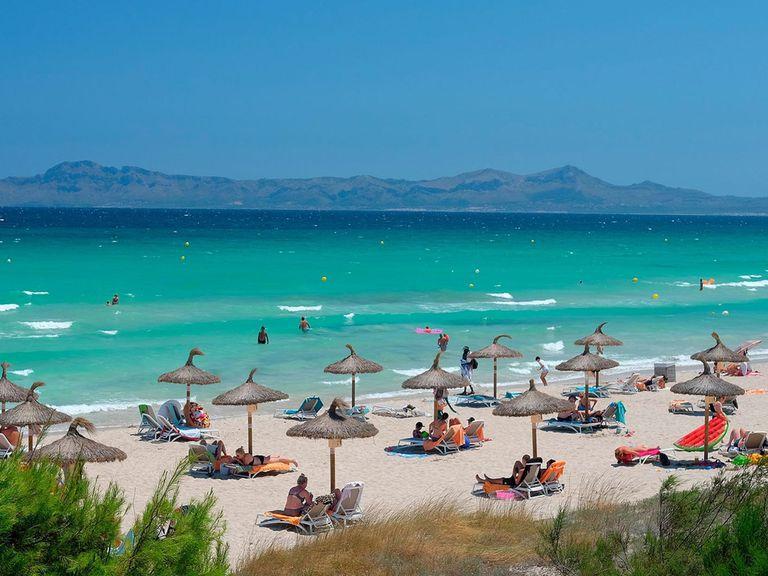 Las playas de Mallorca con turistas