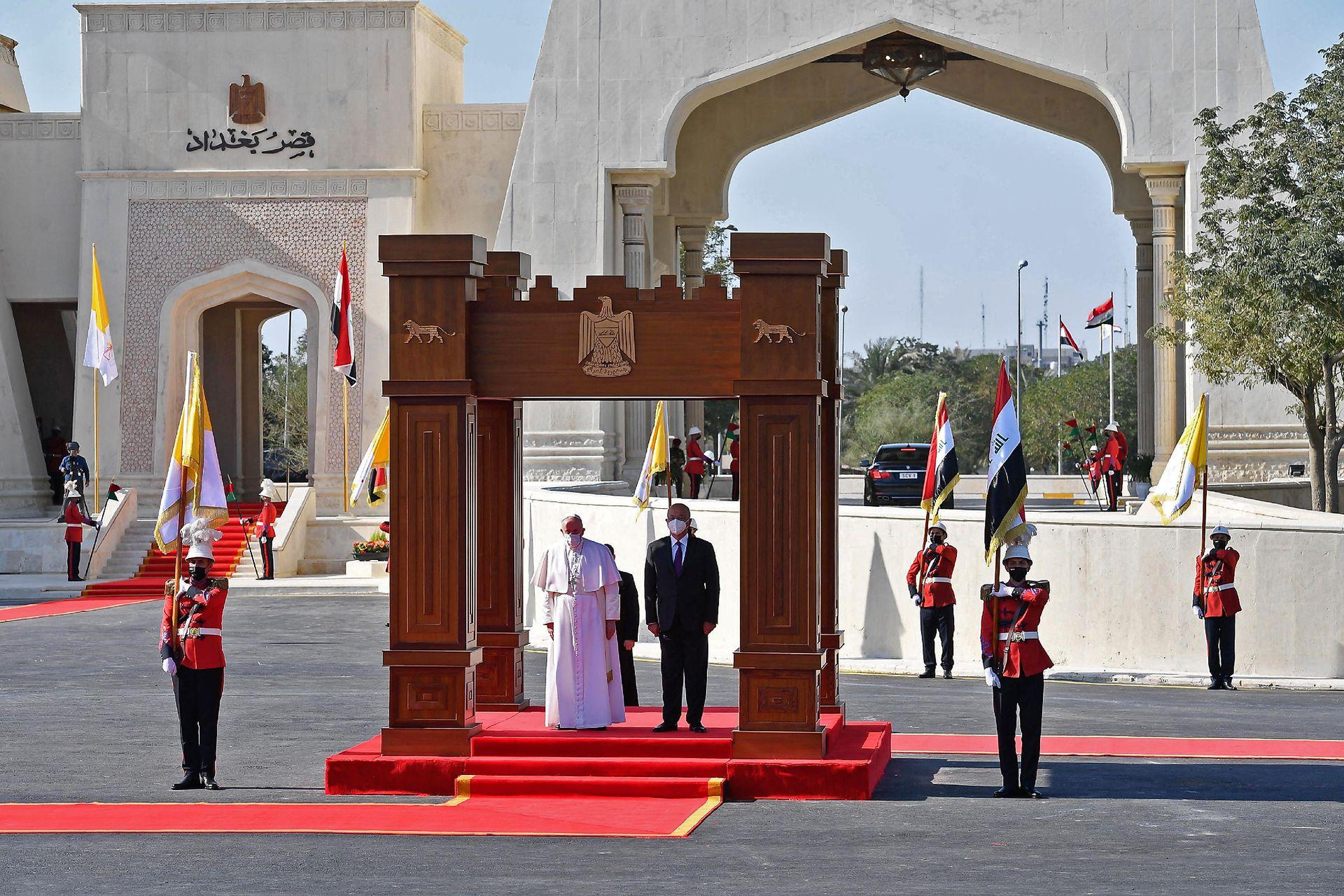 Así era recibido el Papa al llegar al Palacio Presidencial