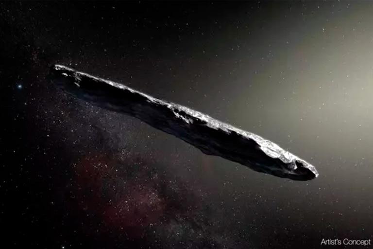 Esta ilustración representa a Oumuama, el primer objeto detectado proveniente de fuera del Sistema Solar