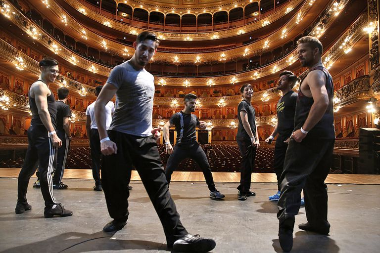 Dances, guests and surprises: the show at the ColónTheater