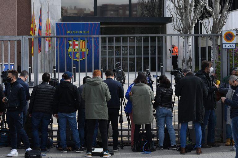 La sede de Barcelona allanada este lunes.