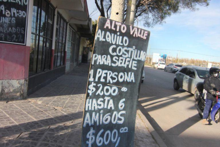Un local de autoservicio hizo carteles graciosos por el aumento de la carne