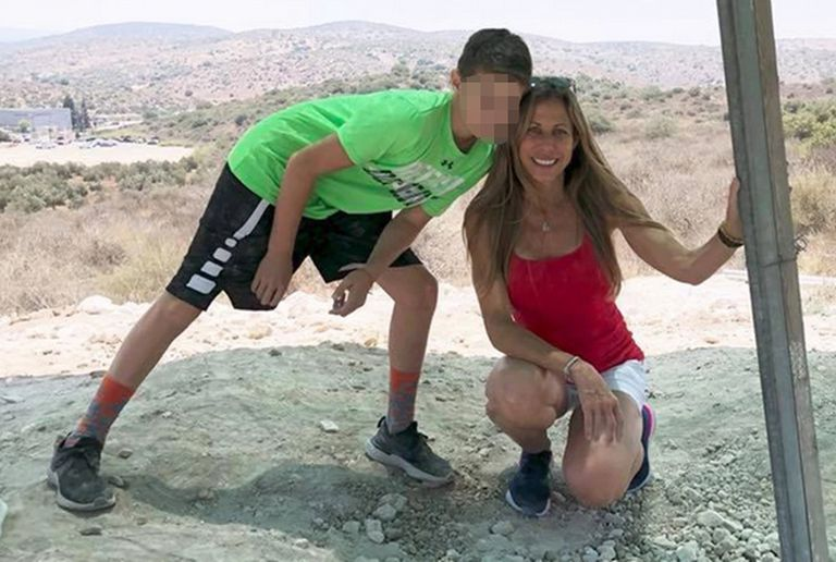 Una imagen subida a las redes sociales de Stacie Fang junto a su hijo