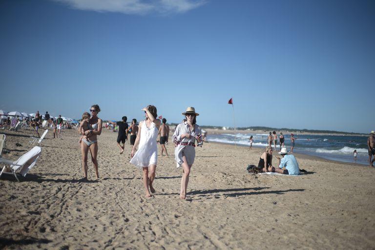 ¿Quiénes podrán ingresar a Uruguay desde el 1 de noviembre? El gobierno publicó el decreto