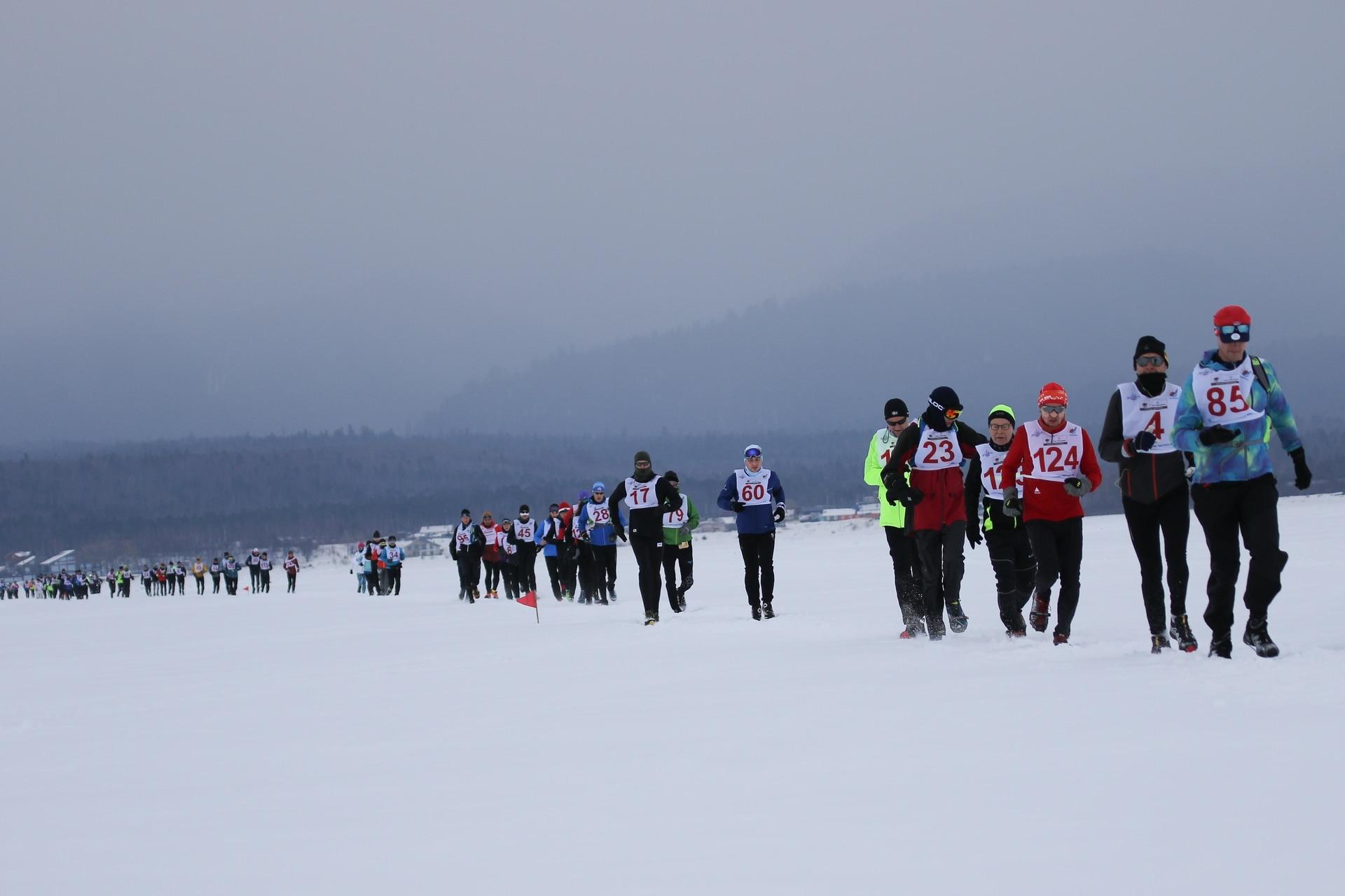 En la Baikal Ice Marathon participan corredores de todo el mundo.