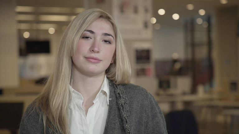 Qué piensa Delfina Ezeiza, la joven de 18 años elegida por Milei para la Legislatura porteña