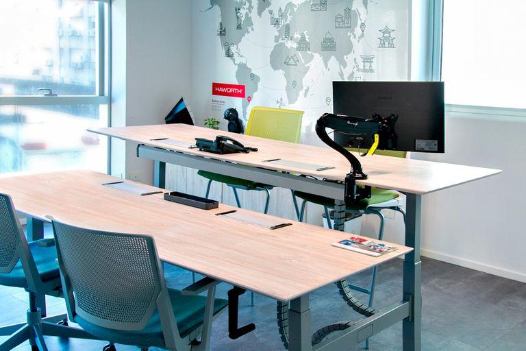 Por razones más que conocidas el empleo remoto explotó en las últimas semanas pero, ¿de verdad están preparadas las casas para convertirse en oficinas? Algunas claves para armar un espacio cómodo y funcional.