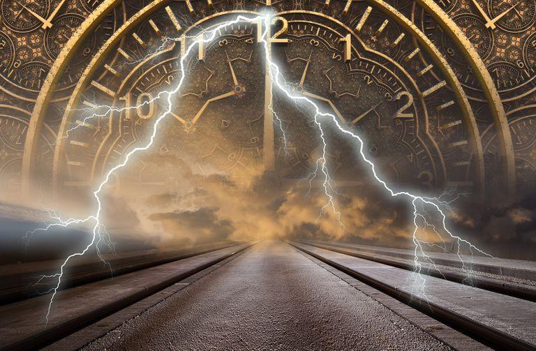 Dice que es un viajero del año 2714 y que en septiembre habrá tres catástrofes