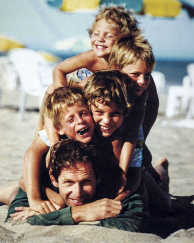 Santiago tiene cuatro hijos varones -Yago, Borja, Theo y Klaus- y sus viajes deportivos lo obligaron a sacrificar tiempo con ellos