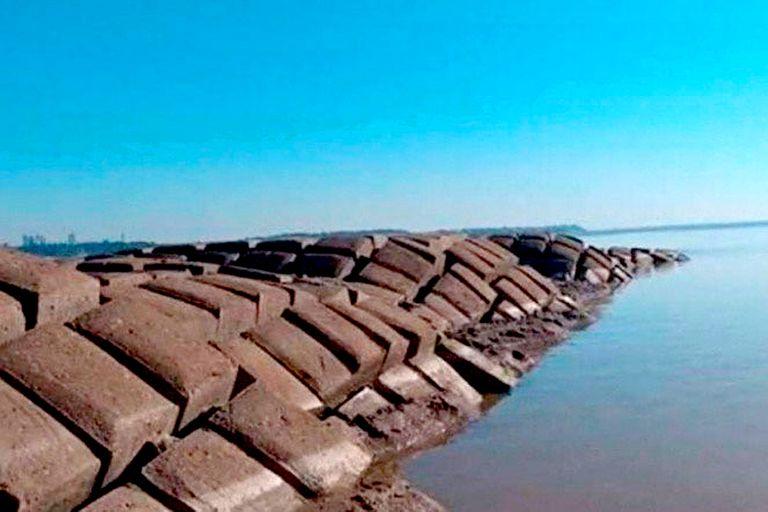 La bajante del Río Paraná volvió a dejar al descubierto la malla protectora del túnel subfluvial