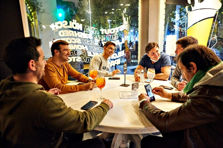En las provincias esperan ver el decreto para saber si afecta también los encuentros familiares y el funcionamiento del sector gastronómico