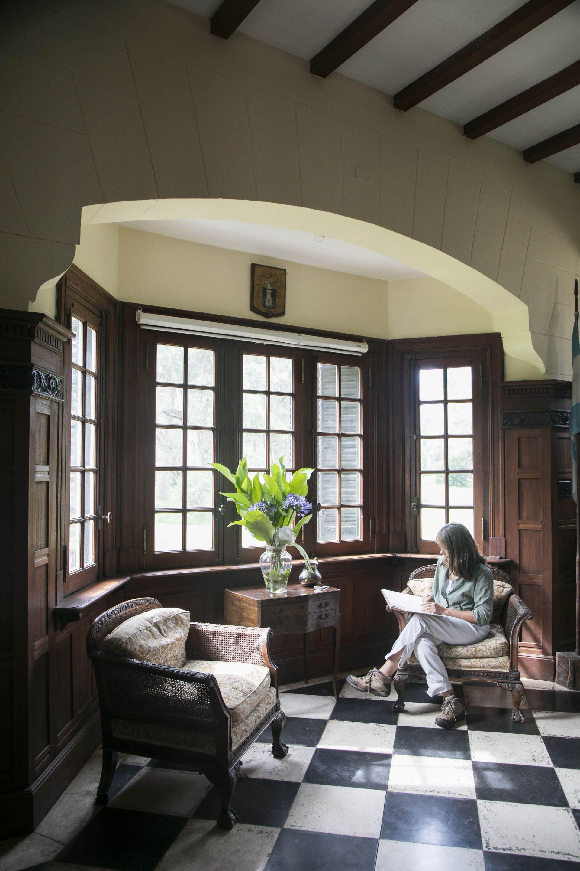 Fernanda Suárez Bidondo lee en la Casa Grande.