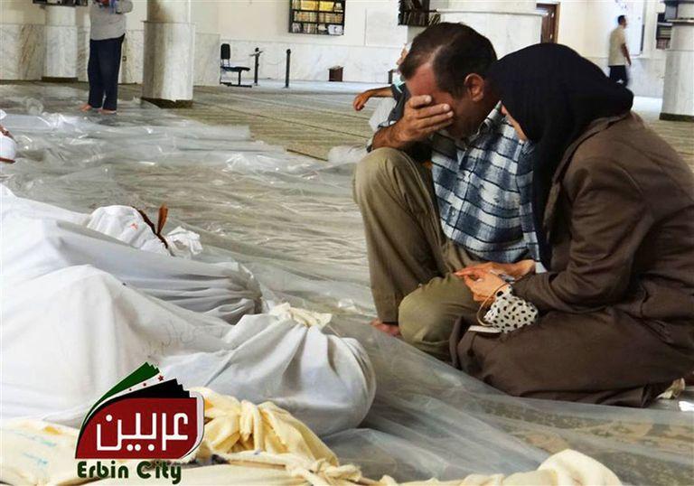 Los gestos de dolor y desconsuelo de los sobrevivientes del supuesto ataque con armas químicas que lanzó el régimen de Al-Assad